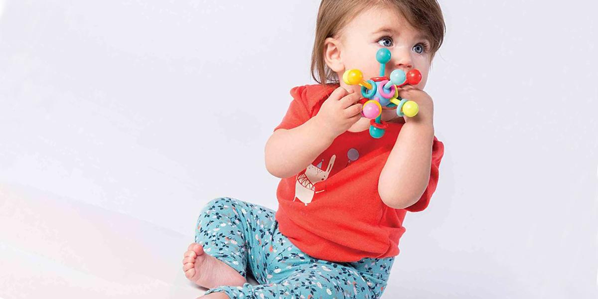 Игрушки для новорожденных: что необходимо малышу в первые месяцы жизни